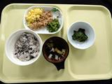 常食きざみ 赤飯、魚